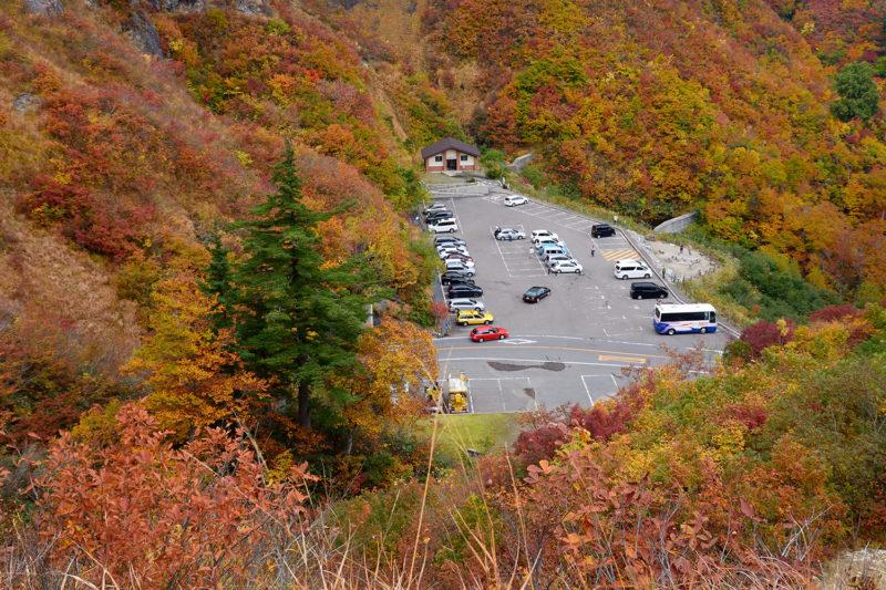 白山白川郷ホワイトロードの紅葉スポットである三方岩駐車場