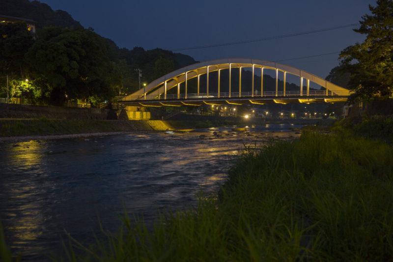 浅野川に架かる天神橋の夜景