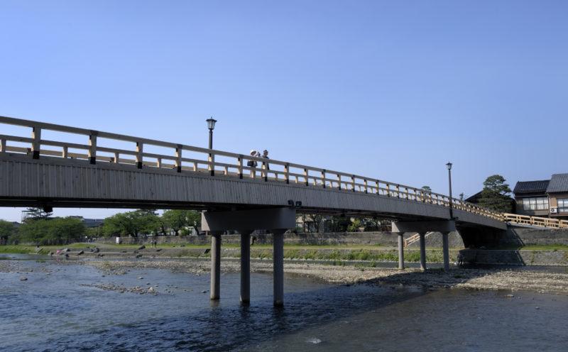 浅野川に架かる梅の橋