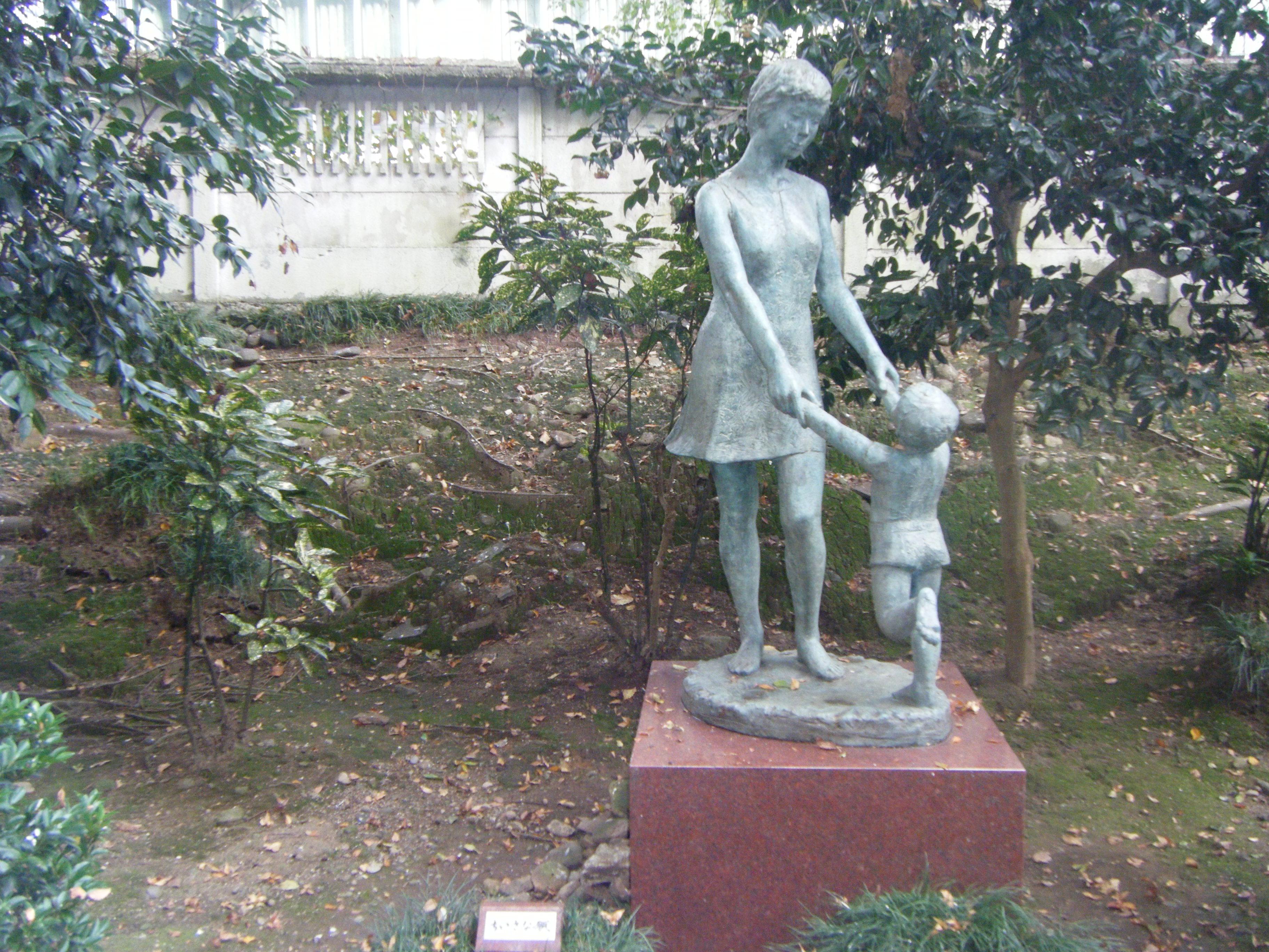 【白鳥路|金沢城の外濠公園】彫刻がいくつも飾られた静かな散策スポット